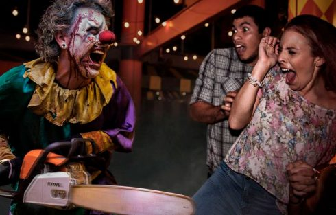 halloween-horror-nights-chainsaw-clown-u